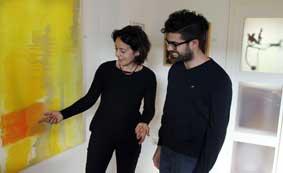 Mit Besucher der Ausstellung Honigmelonenmond