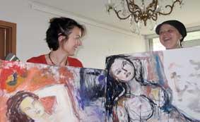 Im Atelier, Irmgard Hofmann und Elsa Enns